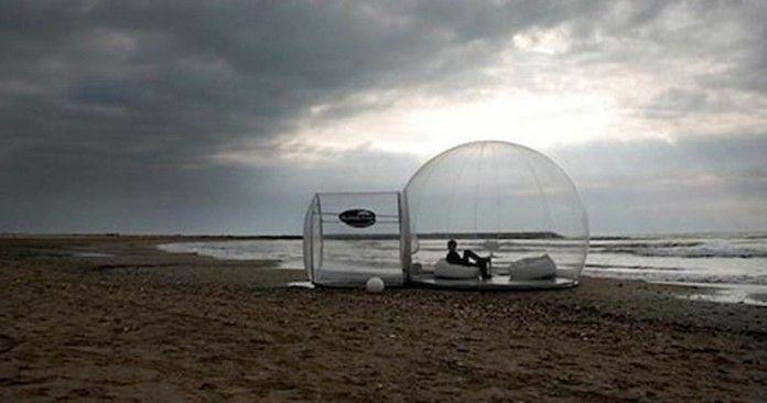 Questo spettacolare rifugio trasparente è di 4 metri di diametro ed è un ottimo riparo in qualsiasi luogo all'aperto. La tenda offre un panorama pazzesco per tutti coloro che amano immergersi a pieno nella natura. L'unica pecca di questo progetto è che necessita di elettricità per poter essere messo in funzione