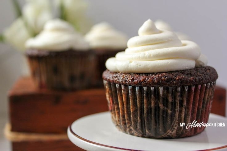 Chocolate Cupcakes with Whipped Cream Cheese Frosting (THM-S, Low Carb ...