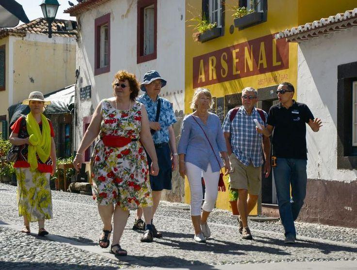 Lær om historie Funchal og Madeira i en guidet vandretur i det gamle historiske centrum. Udforsk landbrugerens marked, Campo Almirante Reis, fæstningen St.James og mange andre steder samtidig lære om deres historie.