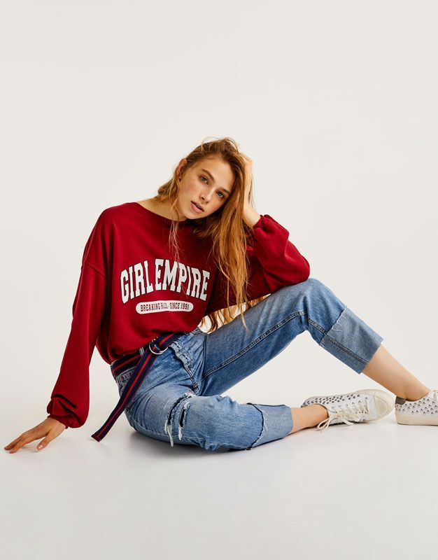 Discover the most comfortable women's sweatshirts for AW 2017 at PULL&BEAR. Oversized, striped or printed hoodies and slogan sweatshirts. #freshonline