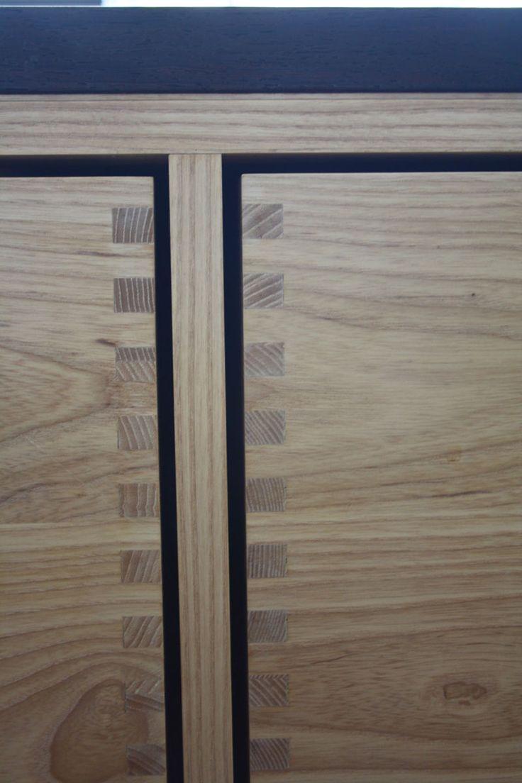 Snedkerkøkken med tappede skuffer i massiv ask - bordplade i sort eg #indretning #interior #furniture #design #snedkeri #handmade #kitchen #ask #rum4 #karstenk