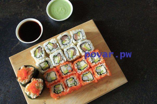 """Суши и роллы.  Вы едите роллы только в японских ресторанах? Думаете, что их очень сложно приготовить в домашних условиях? С помощью нашего рецепта домашних роллов вы сможете сделать это без труда! Много времени и сил вам не понадобится, зато удовольствия будет масса!  Ингредиенты:  Рис — 150 г Семга — 100 г Авокадо — 1 шт. Вода — 150 мл Соус для риса — 100 мл Креветки — 100 г Огурец — 1 шт. Кунжут — 100 г Водоросли нори — 3 шт. Сливочный сыр — 100 г Икра мойвы """"Масаго"""" — 1 шт. Васаби — 30 г…"""