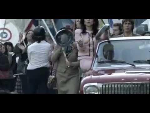 Machuca - 2004, es una película chilena escrita y dirigida por Andrés Wood (1h56mn) // La historia transcurre en Santiago en 1973 y tiene como base un experimento real hecho en la época del gobierno socialista de Salvador Allende en el Saint George's College