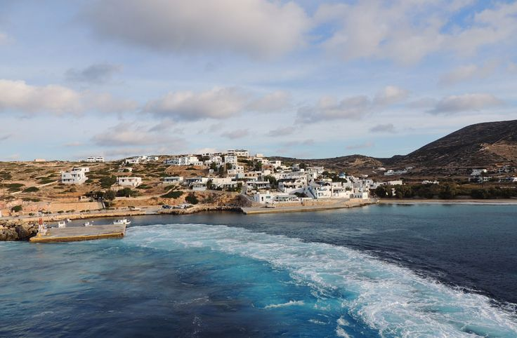Leaving the fishing port of Donousa...