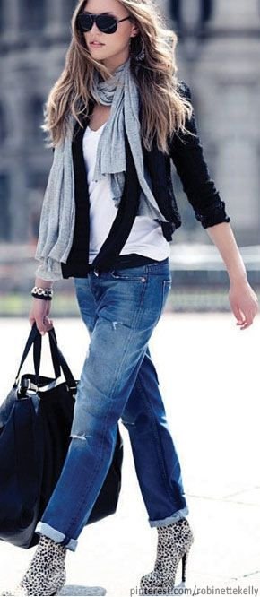 Street Style : Boyfreinds, booties, tank, scarf and light sweater. Perfection