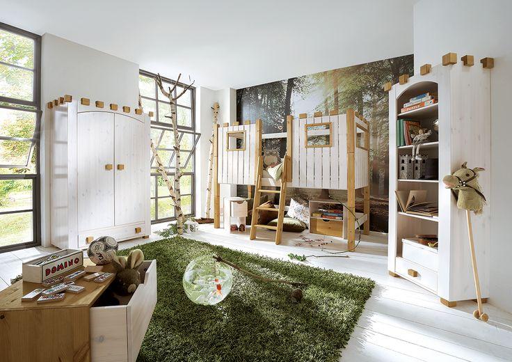 """Die Zimmereinrichtung """"Castello"""" lässt Kinderträume wahr werden, denn das Design erinnert an eine mittelalterliche Burg. Das Mini-Hochbett der Serie wird durch eine massive Kiefernholzoberfläche in weiß gekennzeichnet. Für die Sicherheit sorgt eine Absturzsicherung."""
