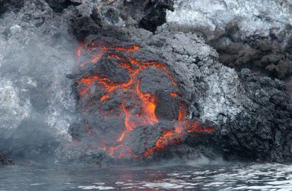 """Gunung Berapi Terbesar Gunung berapi terbesar di Bumi adalah """"Mauna Loa"""" di Hawai. Menjulang sekitar 10 km dari dasar laut. …"""