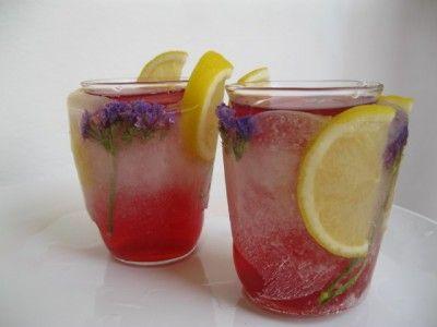 Рамазан щербет (турецкая кухня) 1 кг темных слив 1 кг темного винограда 1/2 кг красных яблок 1/2 кг инжира 1 палочка корицы с пол спичечного коробка имбиря 7-8 гвоздик 1-2ст.сахара(на вкус) сок из половинки лимона 3-4 л.воды