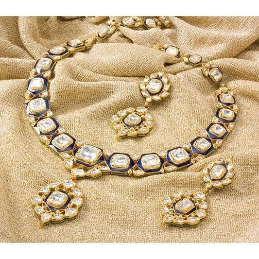 Beautiful jewellery by one of the oldest jewellers in India #suranajewellersofjaipur #bigindianwedding #indianwedding #bridaljewellery #jewellery #kundanjewellery
