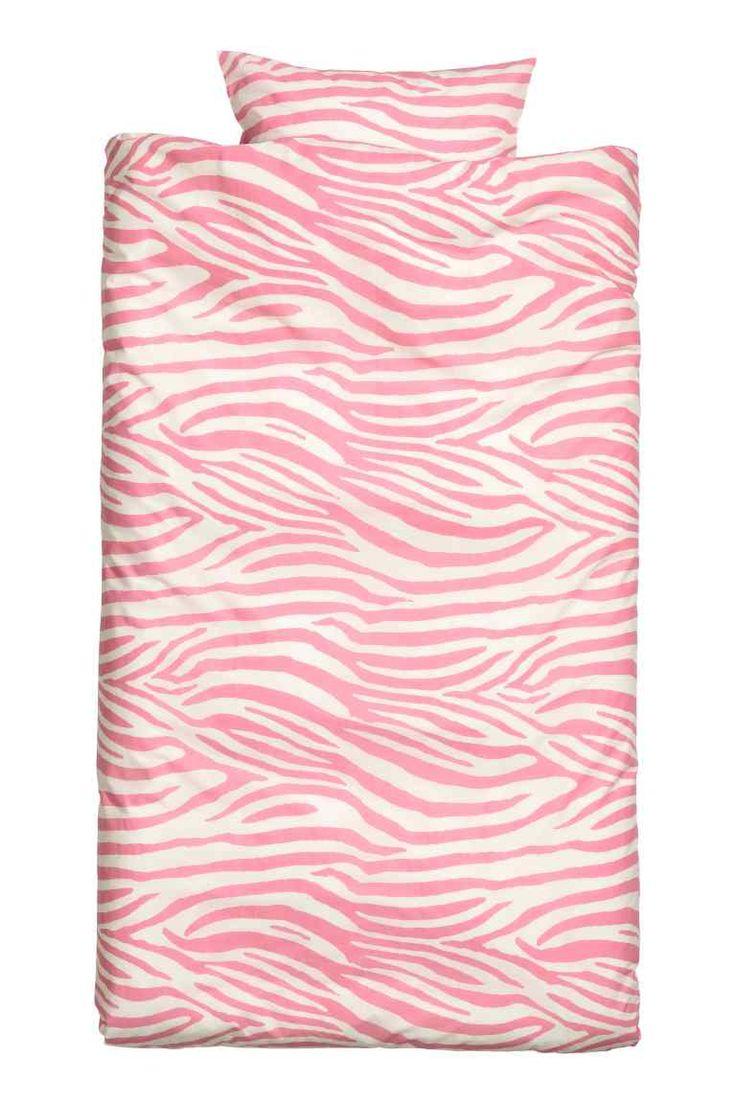 Conjunto de roupa de cama: Capa de edredão e uma fronha em algodão de fio fino estampado. Fio 30s. Número de fios: 144.