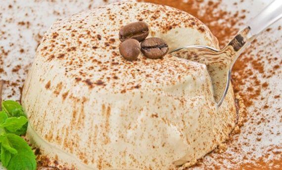 Il semifreddo al caffè è una ricetta estiva freschissima perfetta per concludere una cena con gli amici. Facilissima da preparare, portatele in tavola a fine pasto e sarà il sostituto perfetto del caldo caffè! Una ricetta davvero semplicissima, che accontenterà tutti! Preparazione: Montate i rossi delle uova con lo zucchero fino ad ottenere una crema soffice e … Continued