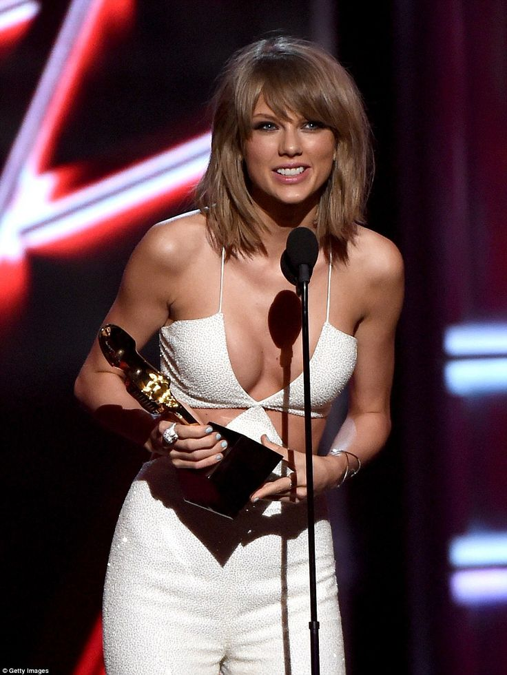 Taylor Swift 34B-24-33 at 2015 Billboard Music Award. She can't lose! The Top 200 Album award went to Taylor Swift, who won for her album 1989, before she nabbed the gong for Top Female Artist