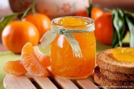 Рецепт ароматного варенья из мандаринов!.   =Ингредиенты:     1 кг мандаринов   1 крупный апельсин   1 кг сахара   1 ст. воды   2 ч. ложки молотого имбиря   1 пакетик ванилина.