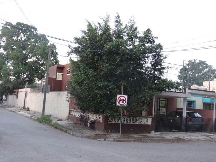 Casa en Mérida, Yucatán   $1,620,000 A TRATAR  MX17-DL4650    CASA EN VENTA. Cuenta con sala, comedor, cocina,una habitación en planta baja y 2 habitaciones en la planta alta , 3 baños. Con una superficie de terreno de 224 m2. $1´620,000.00 A TRATAR.    #Domik