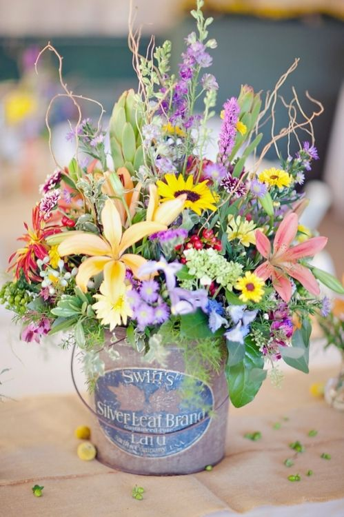 Wildflower wedding centerpiece in a paint bucket. #wildflowers #wholesaleflowers Check out a www.BloomsByTheBox.com wildflower pack. #Decoración #Flores #Colores #FloralInspiration #ArreglosFlorales