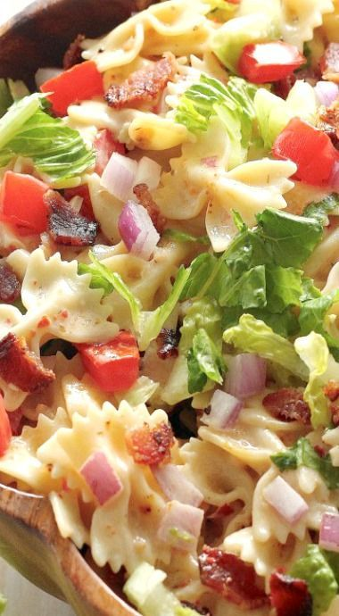 20-Minute BLT Pasta Salad ~ You know what happens when a hearty bowl of pasta gets mixed with a whole lot of fresh veggies?The tastiest pasta salad!