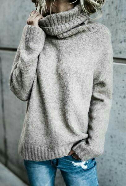 Oversized knits and sweaters are perfect for autumn looks! Cozy outfits make for the perfect fall