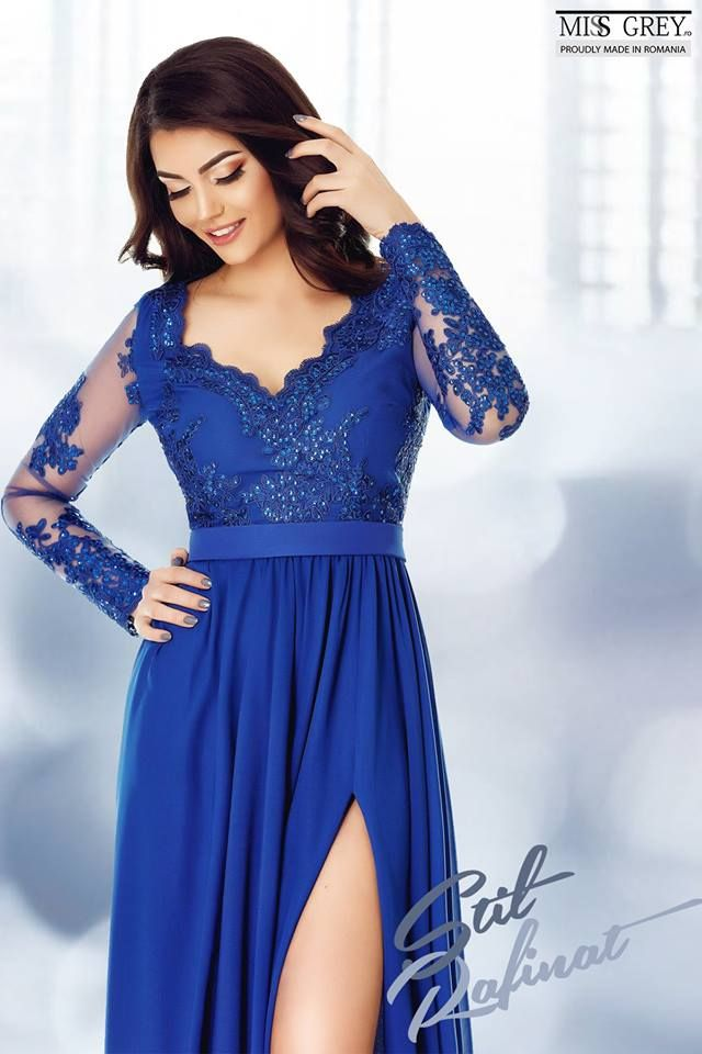 The precious lace and the regal blue shade of the Darma dress are just what you need for a stylish summer