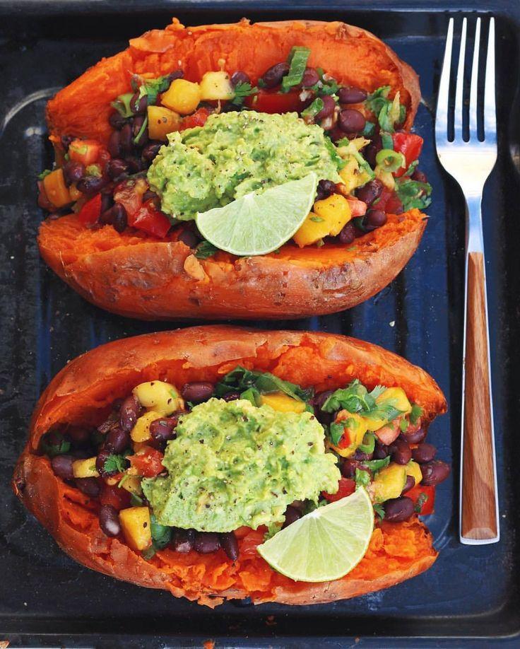 stuffed sweet potatoes by @thrivingonplants  with mango salsa & guacamole #doablerecipes gefüllte süsskartoffeln mit mangosalsa & guacamole  сладкий картофель с манго сальсей и гуакамоле #doablerecipes