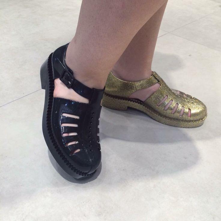 Melissa Aranha 79/16 Nas Cores Preta e Dourado com Glitter