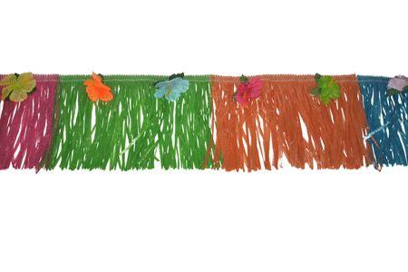 Hawaii rand voor aan de muur. Een vrolijk gekleurde gras rand om aan de muur of uw door uw kamer te hangen! De Hawaii rand heeft de kleuren roze, groen, oranje en blauwe plastic gras sliertjes en verschillende gekleurde bloemen erop. Het formaat van de Hawaii gras rand is 30 x 720 cm.