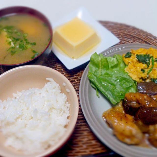 夫は朝からよく食べる。 - 25件のもぐもぐ - なすと鶏もも肉の酸っぱ煮 ほうれん草と卵炒め 納豆豆腐の味噌汁 卵豆腐 by nyaromechan