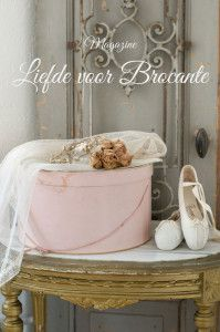 17 best images about liefde voor brocante on pinterest brocante cottages and cream white - Dressing liefde ...