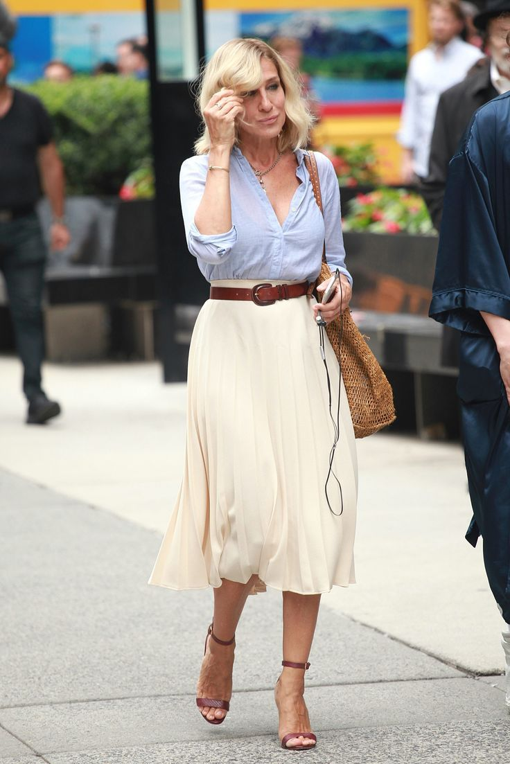 b09843c02c291 Celebrity spring fashion inspiration. White skirt. Brown barely there heels.
