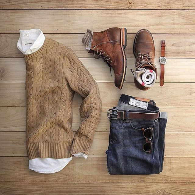 Sweater weather hanging on for dear life  Follow @streetfashionchannel  @thepacman82 . . Sweater: @bananarepublic Boots: @trumanbootcompany  Oxford: @taylorstitch Denim: @rogueterritory  Socks: @jcrew