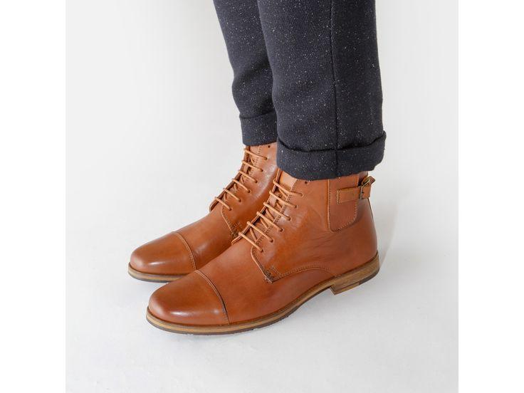 Chaussure montante en cuir pour homme.