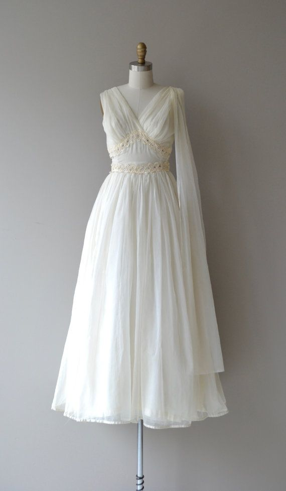 Vintage 1950s ivory chiffon wedding gown with gathered for Wedding dress large bust small waist