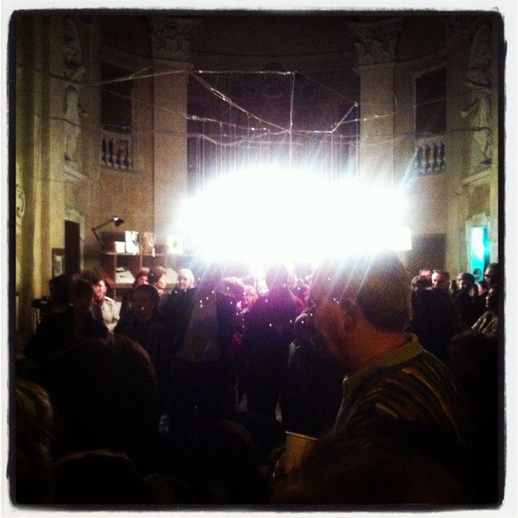 L'immenso pubblico illuminato dalle nostre luci!