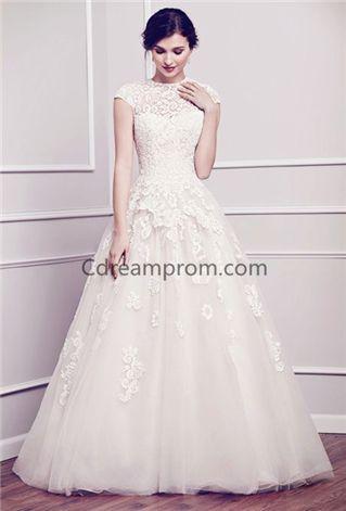 Elegant wedding dress pretty bride