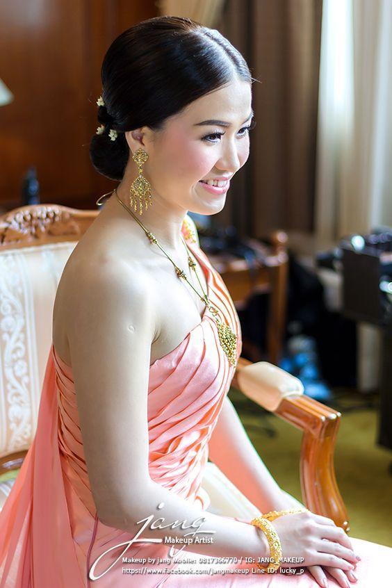 Beautiful feeling. /Thai bride.
