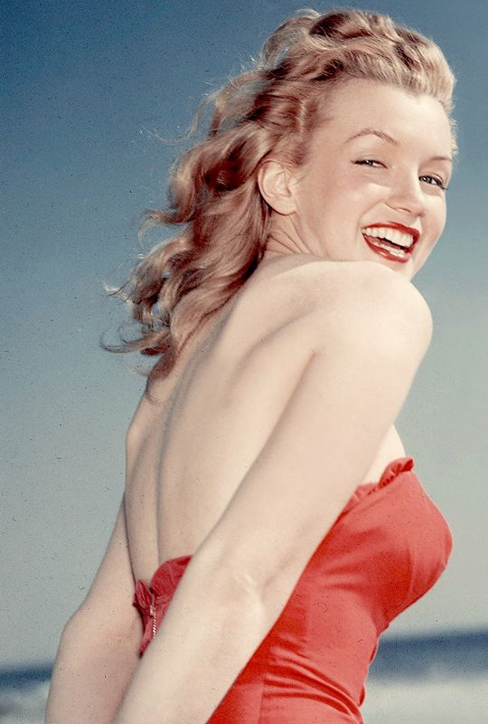 Marilyn Monroe photographed by Laszlo Willinger, 1947