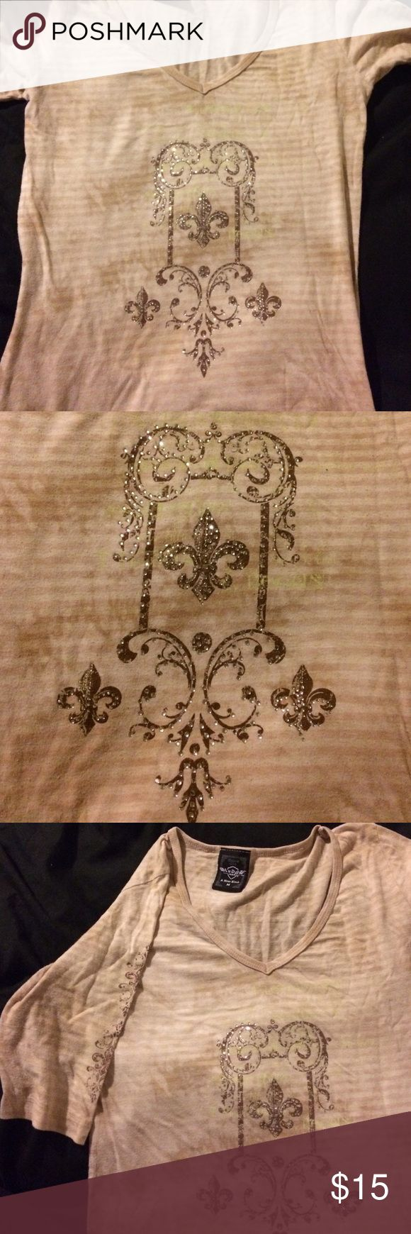 Women's tshirt This is a women's quarter sleeve t-shirt. It's light brown and cream striped with dark brown and diamond designs on the front. Excellent condition; no holes. Stains, or tears. Sledge Tops Tees - Short Sleeve