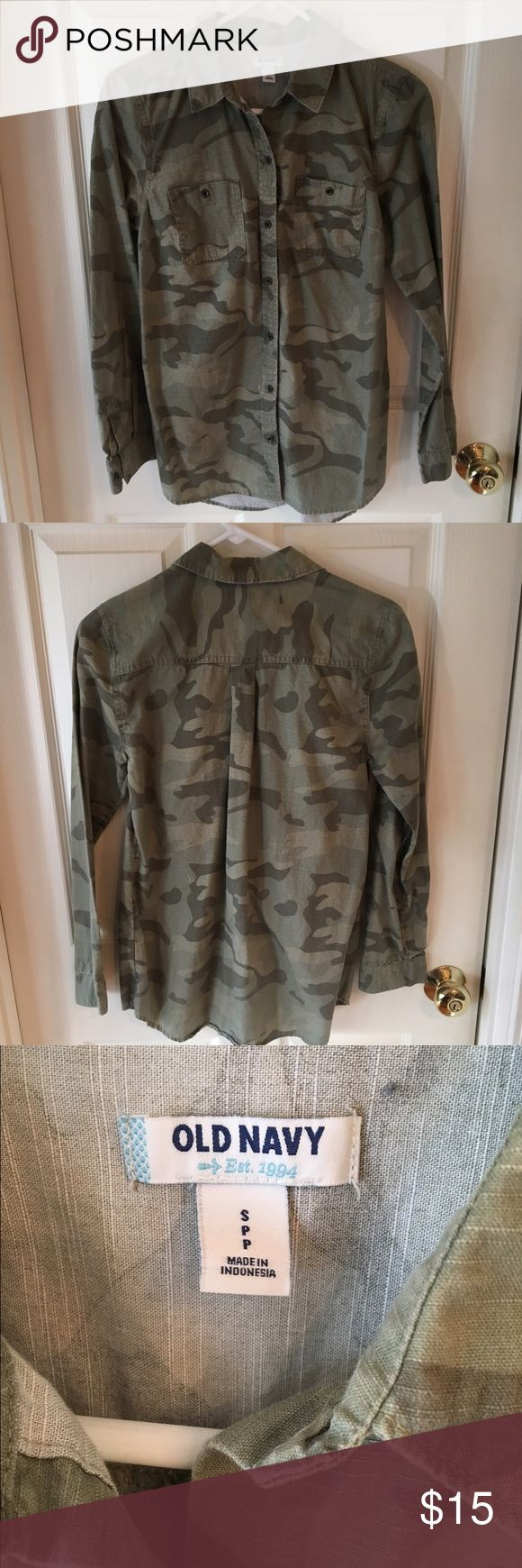 Old Navy Camo Shirt Old Navy Camo Button Up shirt. Women's Size Small. Old Navy Tops Button Down Shirts