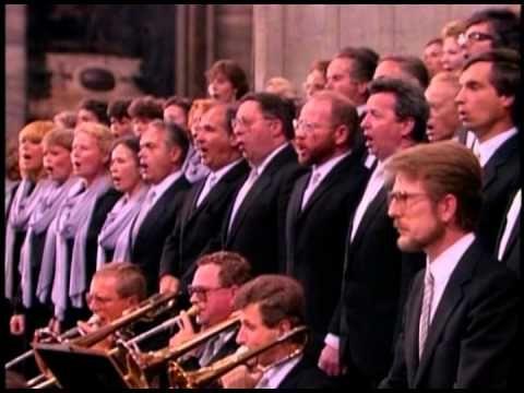 ▶ Mozart: Coronation Mass / Karajan · Vienna Philharmonic Orchestra · St. Peter's Basilica - YouTube