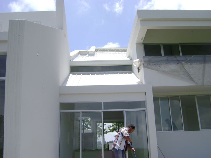 casa Daniel , fachada posterior, salida a terraza de la sala.