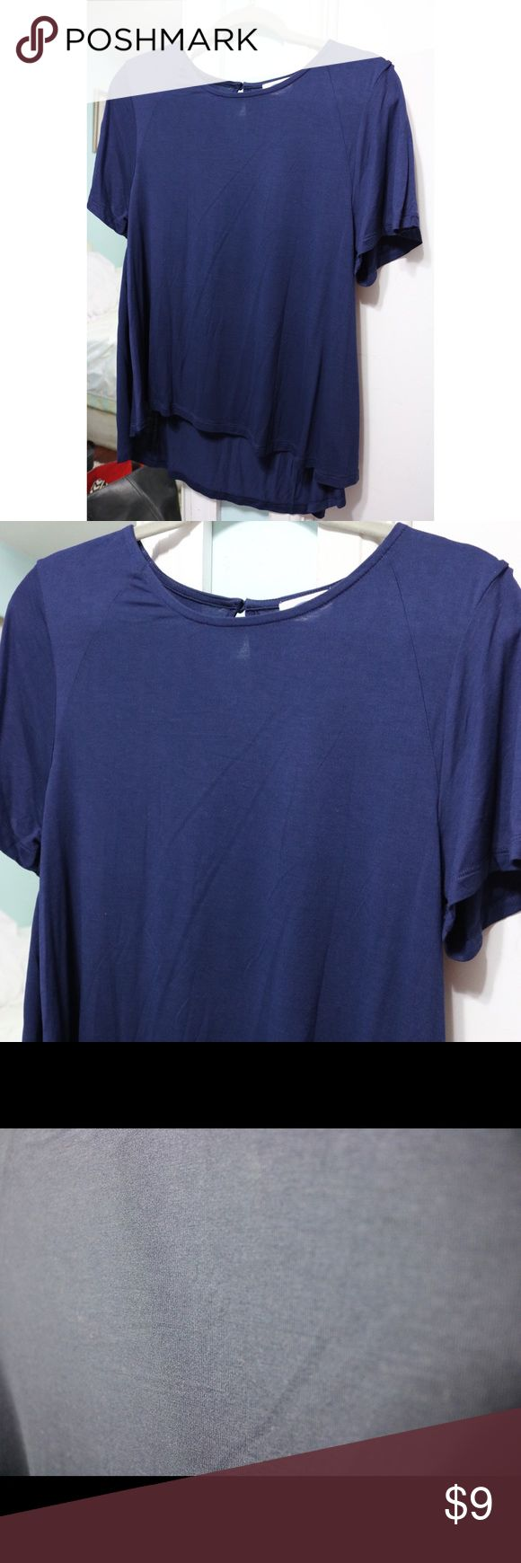 Old navy loose short sleeve top Old navy short sleeve high low top. Has button on the back. Old Navy Tops Blouses