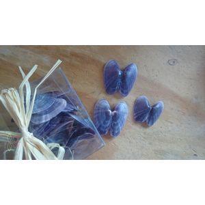 http://www.goedkoop-bloemschikken.nl/10386-thickbox/tellena-open-25pc-in-box-mossel-purple-opop.jpgPaars blauwe mossel, prachtig! Heel mooi om hier een corsage van te maken met een vlindervorm