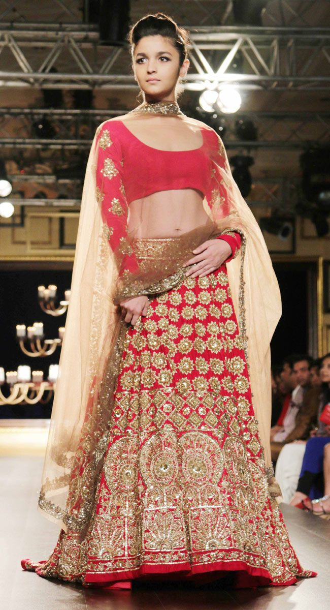 Alia Bhatt walks the ramp for Manish Malhotra at the India Couture Week 2014.