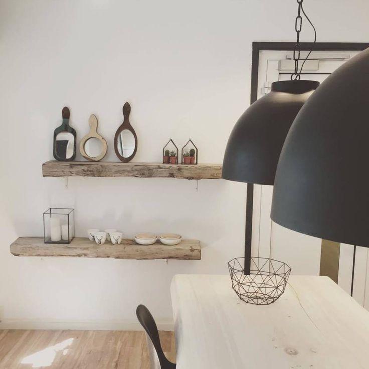 Houten muurplanken brengen een levendigheid die andere… | Keuken ...