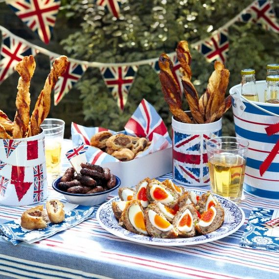 A lovely Jubilee street party scene. We can't wait to set our table out in the bright red, white and blue theme. How will you decorate yours....? :)