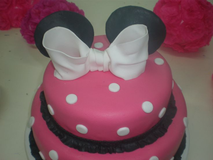 Torta Minni mouse para Abril / Minnie Mouse cake Tortas cakes by Dulcinea de la fuente www.facebook.com/dulcinea.delafuente  #fiesta #festejo #cumpleaños #mesadulce#fuentedechocolate #agasajo# #candybar  #tamatización #souvenir  #regalos personalizados #catering finger food