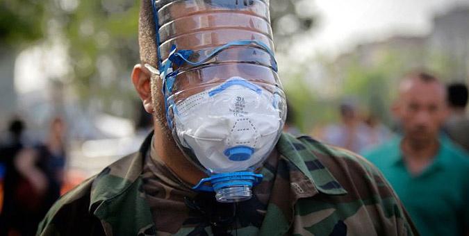 Συγκλονιστικές εικόνες από τα επεισόδια στην Τουρκία: Οι αυτοσχέδιες μάσκες έγιναν απαραίτητες μετά την εκτεταμένη χρήση δακρυγόνων από τους αστυνομικούς