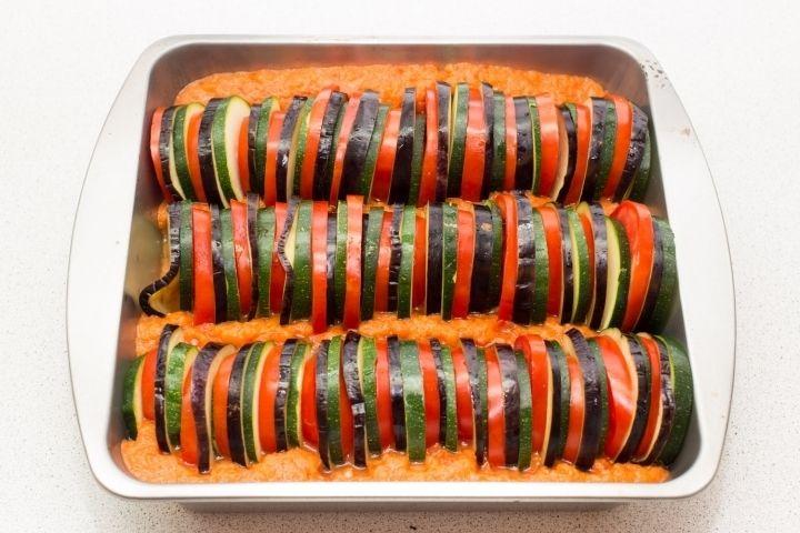 Рататуй - пошаговый рецепт с фото: Рататуй — французское овощное блюдо. Первоначально его готовили из кабачков, помидоров, перца, чеснока и лука. Баклажаны стали... - Леди Mail.Ru