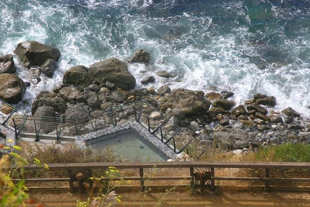 How to find a relaxing natural hot spring in Big Sur on the California coast - where to go, what you need to know