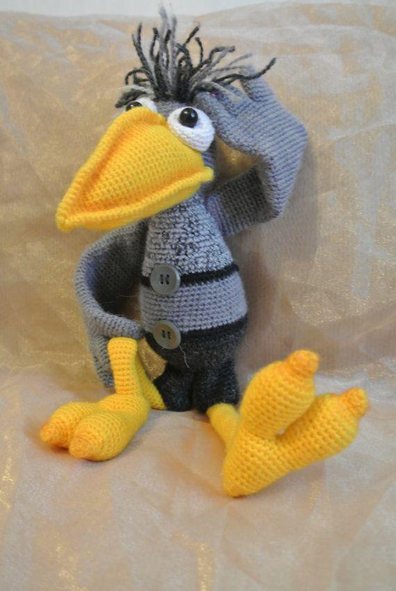 Cuervo gris peluche hecho a mano con pico amarillo