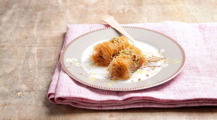 Κανταΐφι  Πρόκειται για ένα γλυκό που έχει τις ρίζες του στη Μέση Ανατολή και φτιάχνεται με μια ειδική ζύμη με ινώδη μορφή.   Αναφέρεται επίσης και ως «καταΐφι». Περιέχει συνήθως, φιστίκι και μέλι που του προσδίδουν τραγανή και ιδιαίτερα γλυκιά γεύση.   Μπορεί να σερβιριστεί με ελληνικό καφέ, αλλά και σπανιότερα με ρακί ή ούζο και είναι από τα πρώτα γλυκά που αγαπήθηκαν από τους Έλληνες.
